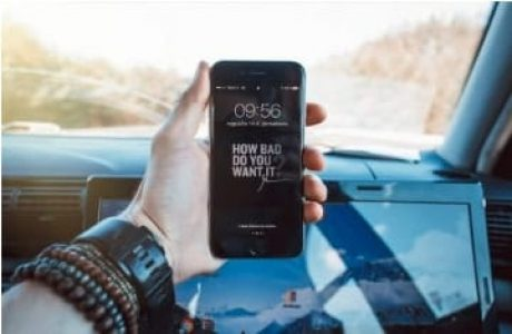 שימוש בטלפון נייד בזמן נהיגה – עורך דין תעבורה